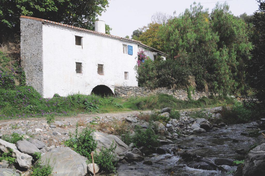Archez. Antiguo molino junto al río Turvilla