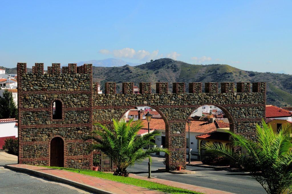 Arco de entrada de Moclinejo