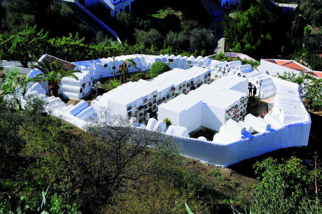 Sayalonga Cementerio circular - Único en el mundo