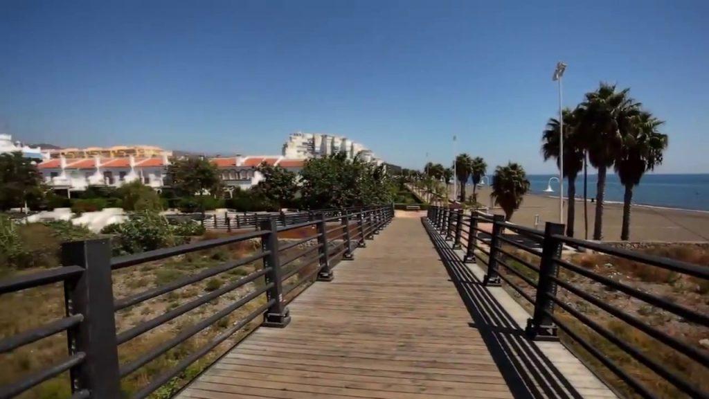 Algarrobo. Puente en la playa